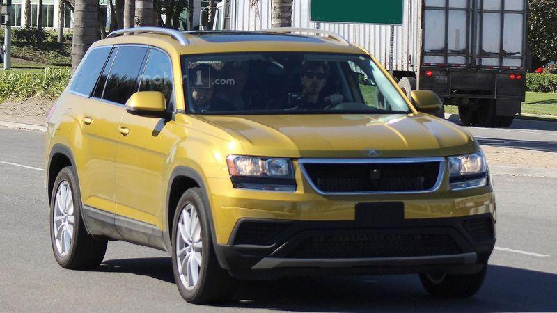 Голям кросоувър на Volkswagen се превърна в джип